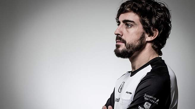Fernando Alonso torna in pista a Sepang e per la prima volta spiega i retroscena dell'incidente che lo ha costretto a saltare il Gp di Melbourne per una commozione cerebrale. Ma qualcosa non torna.