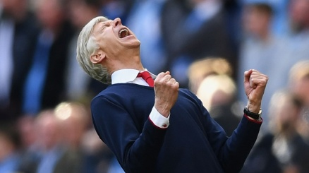 Wenger blinda Sanchez: