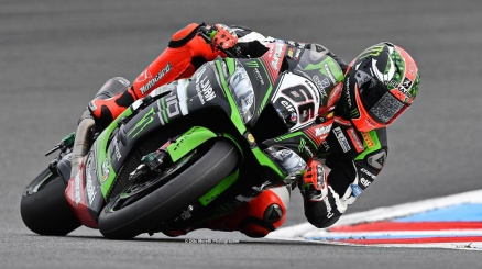 Superbike, pole da record per Sykes