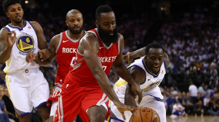 NBA, Houston nelle mani di Harden