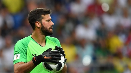 Roma, Liverpool in pressing su Alisson