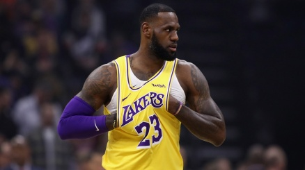 NBA: senza James, Lakers k.o.