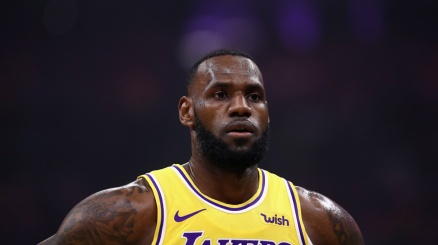 NBA, successo dei Lakers all'ultimo respiro