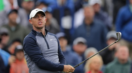 McIlroy emula Woods e Johnson