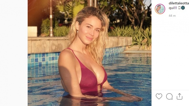 Diletta Leotta in piscina fa impazzire i fan
