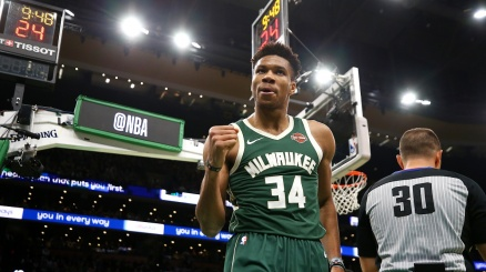 NBA, Milwaukee si prende gara 1
