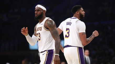 NBA, vittoria Lakers nel segno di James