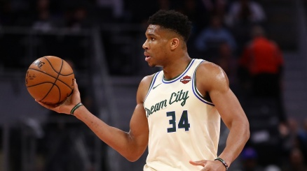 All Star Game NBA, Giannis felice con LeBron James