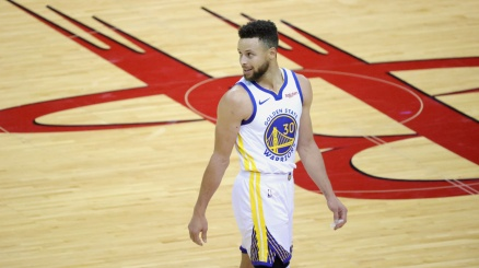 NBA, storico Steph Curry: 49 punti e 10 triple