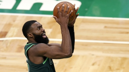 NBA: Jaylen Brown stende i Lakers con 40 punti